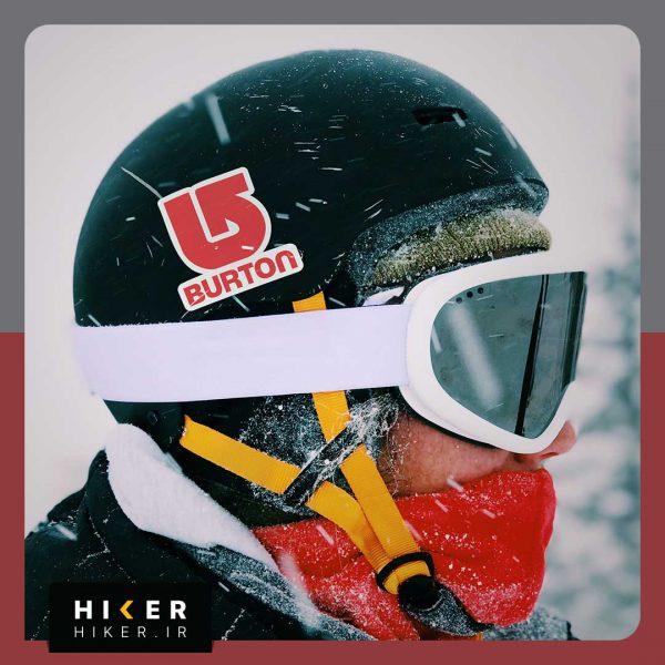 استیکر هایکر روی کلاه اسکی